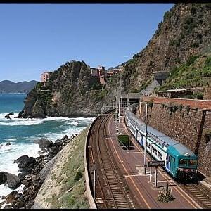 Trasporti, treni per l'estate in Puglia: più facile raggiungere il mare nei weekend
