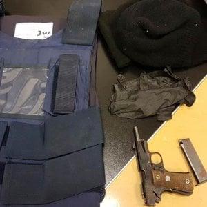 Bari, in auto con pistola carica e giubbotto antiproiettile: due arresti nel quartiere Carrassi