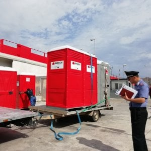 Palagiustizia di Bari, tornano i bagni chimici alla tendopoli: paga l'Ordine degli avvocati