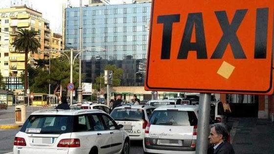 Bari, arriva la app per prenotare i taxi: si sceglie l'auto e si paga con il borsello digitale