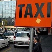 Bari, arriva la app per prenotare i taxi: si sceglie l'auto e si paga con