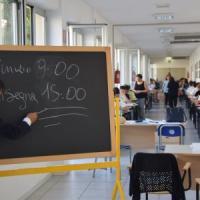 Maturità, 38mila studenti pugliesi tra i banchi: c'è la prova d'italiano tra storia e Costituzione