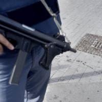 Bari, nascondeva pistola e droga nel marsupio: arrestato 20enne
