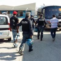 Bari, controlli nei centri di accoglienza: ordine di espulsione per 31 migranti