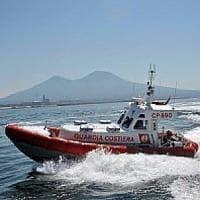 Gargano, due adulti e un bambino sugli scogli tra le onde: sono salvati