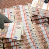 Taranto, zecca clandestina in un casolare: scoperte 50 euro false per 8