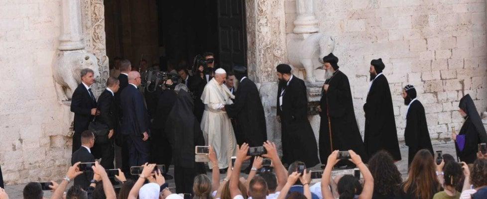 Bari, Papa Francesco incontra i patriarchi del Medio Oriente: sul lungomare 100mila fedeli