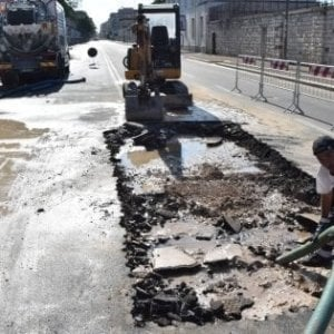 Bari, riparata la condotta di Acquedotto pugliese: via Napoli riaperta al traffico