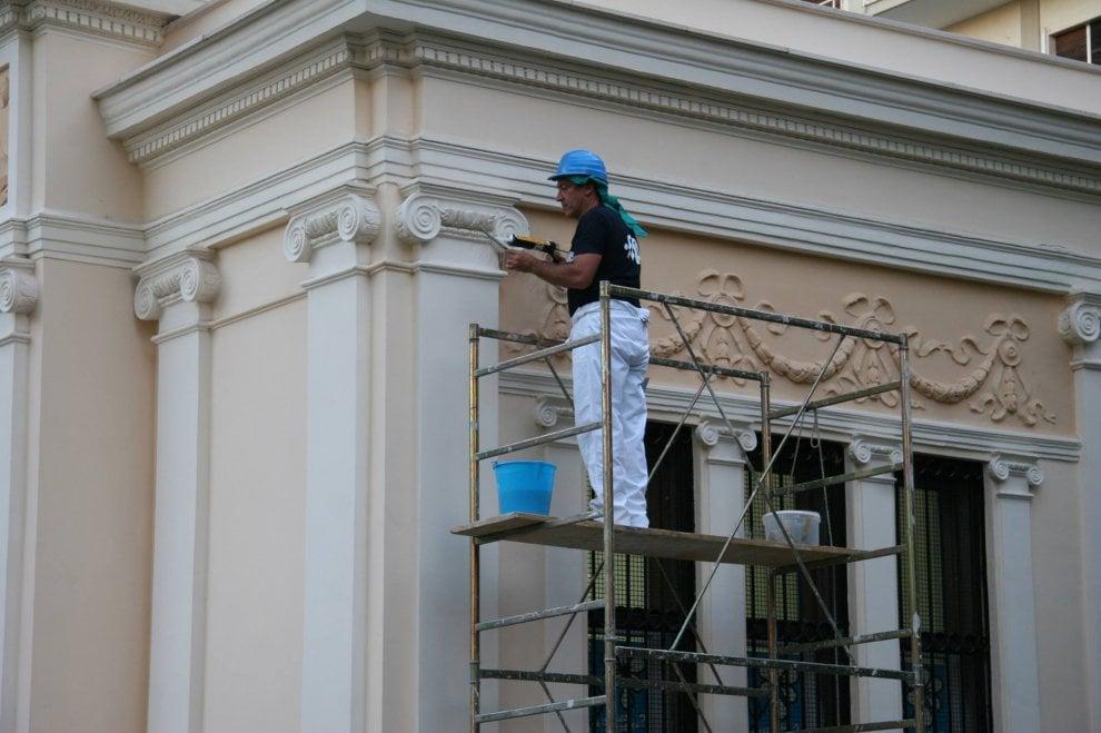 Bari, i volontari Fidas mettono a nuovo la storica sede in piazza Umberto