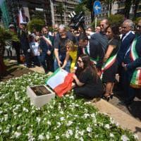 Strage dei treni, a Bari una targa per le 23 vittime