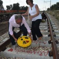 Scontro fra treni, i parenti delle 23 vittime sui binari della strage con il ministro Toninelli