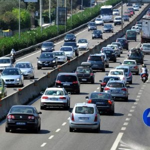 """Bari, lavori sulla tangenziale e il traffico va in tilt: """"I cantieri dureranno fino a fine luglio"""""""