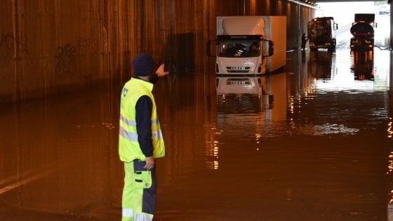 """Bari, chiude il sottopasso di Santa Fara: """"Lavori in una notte per evitare gli allagamenti"""""""