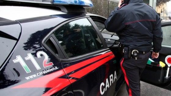 Lecce, una 57enne uccisa a coltellate nel suo appartamento: