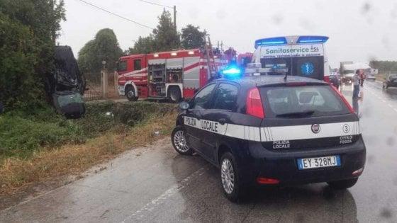 Foggia, auto fuori strada: muoiono una bambina di 4 anni e i