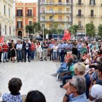 Bari, centinaia in piazza contro la petizione anti-migranti: