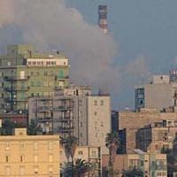 Taranto, forte odore di gas in città. Malori e proteste: