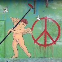 Lecce, un angelo nel murale: è un'allegoria della pace