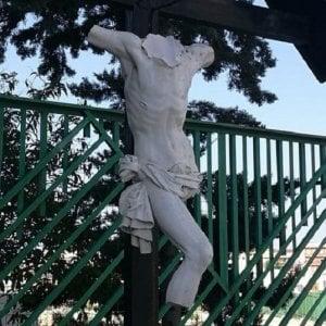 Andria, crocefissi e icone sacre vandalizzate in diversi punti della città: denunciato 45enne