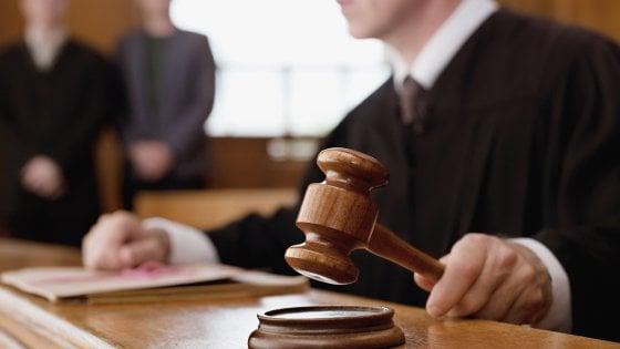 """Bari, 14 giudici di pace condannati: """"Ostriche e champagne per pilotare le sentenze"""""""