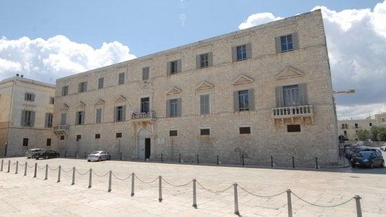 Trani, archiviata l'inchiesta sui big di Montepaschi e Unicredit: fra gli indagati c'era il ministro Savona
