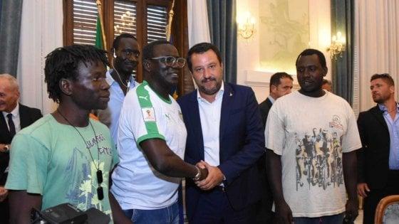"""Strage dei braccianti, il premier Conte a Foggia. Salvini in prefettura: """"Svuoteremo i ghetti"""""""