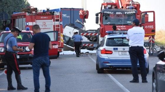 Strage dei braccianti a Foggia, identificate tutte le vittime: ora si ...