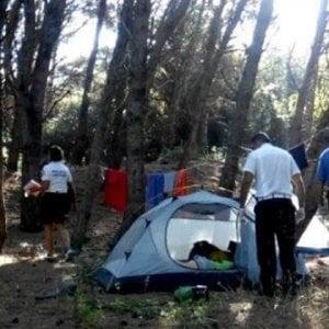 Lecce, turista 15enne denuncia violenza sessuale in spiaggia: indagato un richiedente asilo