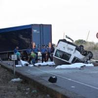Caporalato, 3 indagati per i 12 migranti morti a Foggia nello schianto di