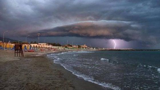 Puglia, allerta meteo per Ferragosto: rischio idrogeologico per i forti temporali