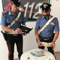 Bari, pensionata 80enne arrestata: ha aggredito i carabinieri per salvare il figlio spacciatore