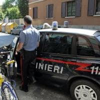 Bari, ladro minorenne sorpreso durante un colpo: si nasconde sotto il letto
