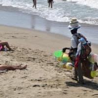 Spiagge sicure, la Puglia prima per le multe agli ambulanti: 663 sanzioni