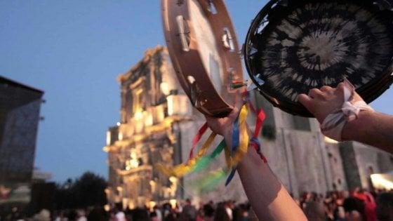 Notte della Taranta, 200mila spettatori attesi in Salento. Treni e parcheggi: ecco come arrivare