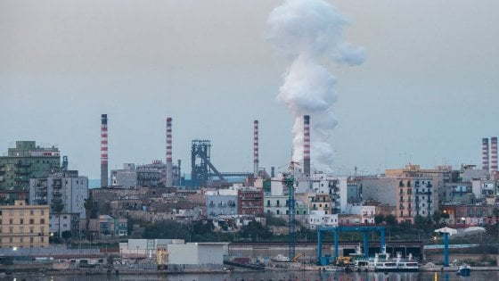 Ilva a Taranto riflettori puntati sull'incontro fra Di Maio e sindacati. Landini