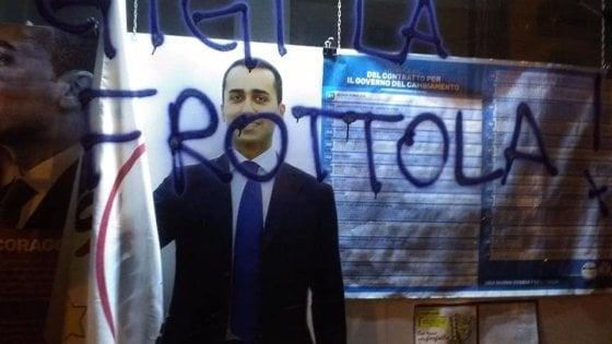Taranto, scritte contro Di Maio: imbrattate le vetrine della sede del Movimento 5 Stelle