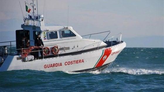 Barletta, sperona motovedetta della Guardia costiera: arrestato il comandante di un peschereccio