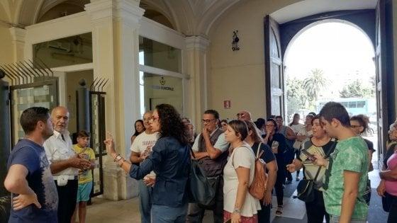 """Taranto, gas radon in tre scuole. I genitori: """"Il Comune verifichi o non mandiamo i nostri figli in classe"""""""