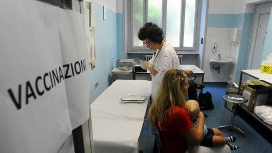 """Vaccini, il presidente di Farmindustria a Lecce: """"Se fossimo cinici vorremmo un'Italia no vax"""""""