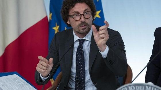 """Ferrovie Appulo Lucane, scontro Emiliano-Toninelli: """"Smania poltrone di M5S può rallentare lavori per Matera 2019"""""""