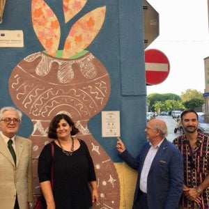 Bari, scoperta la targa per il murales del parco realizzato dai ragazzi del quartiere