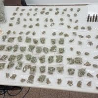 Bari, un bazar della droga allestito nella città vecchia: arrestati madre