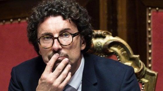"""""""Toninelli? Un imbambolato che toglie al Sud per dare al Nord"""": Michele Emiliano attacca il ministro"""