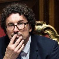 """""""Toninelli? Un imbambolato che toglie al Sud per dare al Nord"""": Michele Emiliano attacca..."""
