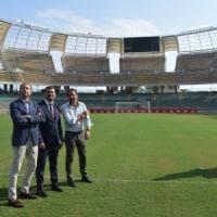 Bari calcio, il sindaco consegna lo stadio a De Laurentiis: