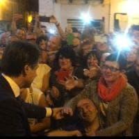 """Il premier Conte a San Giovanni Rotondo per Padre Pio. Selfie e strette di mano: """"Mi..."""
