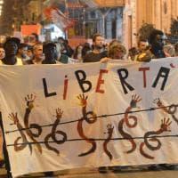 """""""Bari mai con Salvini"""": sfila il corteo antirazzista"""