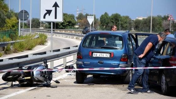 Bari, sparatoria con inseguimento tra auto e moto: un morto e un ferito grave