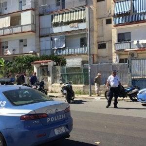 Bari,  36enne ferito da due colpi di pistola vicino a una sc