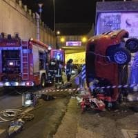 Bari, auto finisce contro un muro e si ribalta su via Napoli: muore 26enne